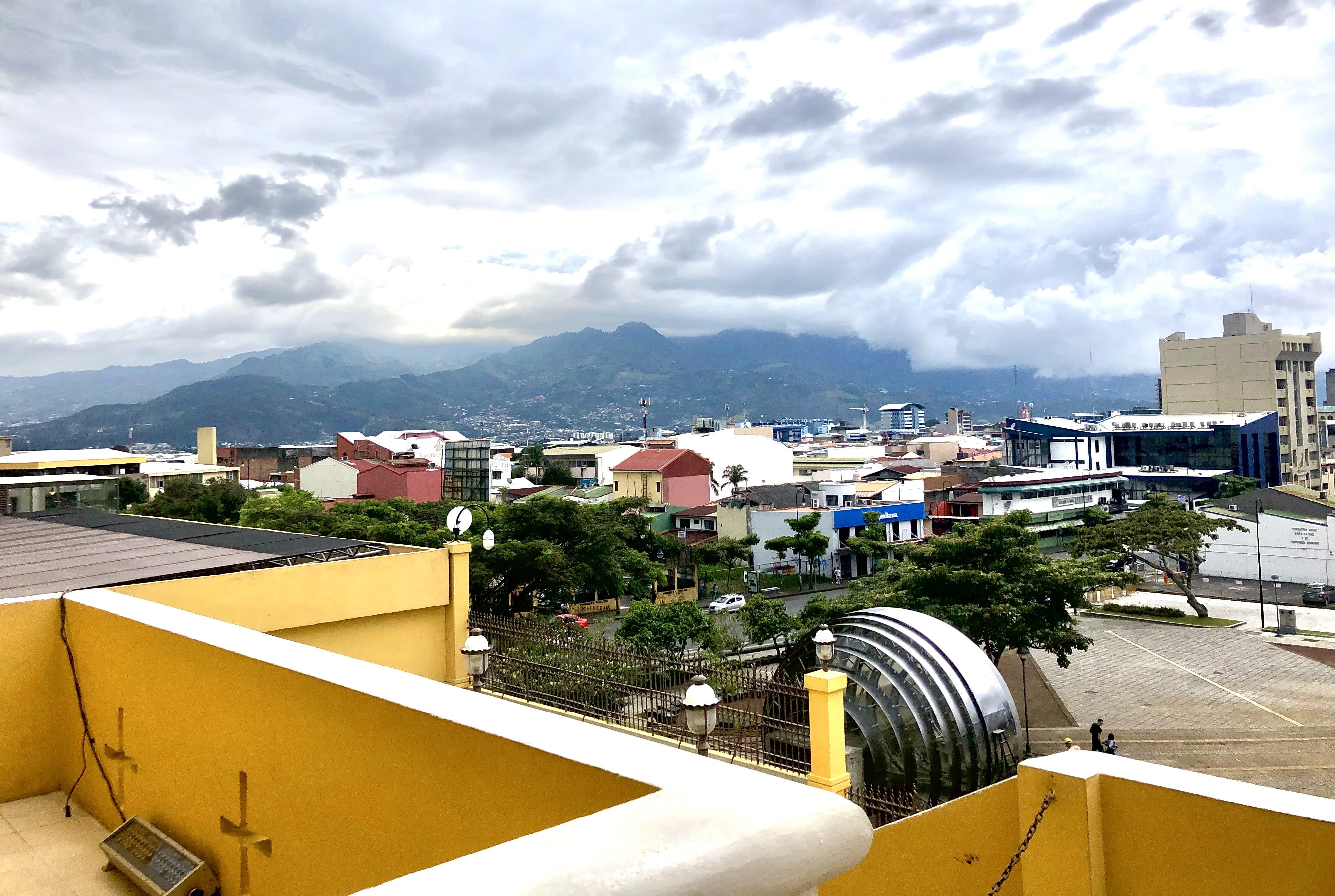 FA19_Semester in Costa Rica - Universidad Veritas_Taleya Johnson_Virginia Commonwealth University_@_leya__ _photo contest_view of san jose rooftops