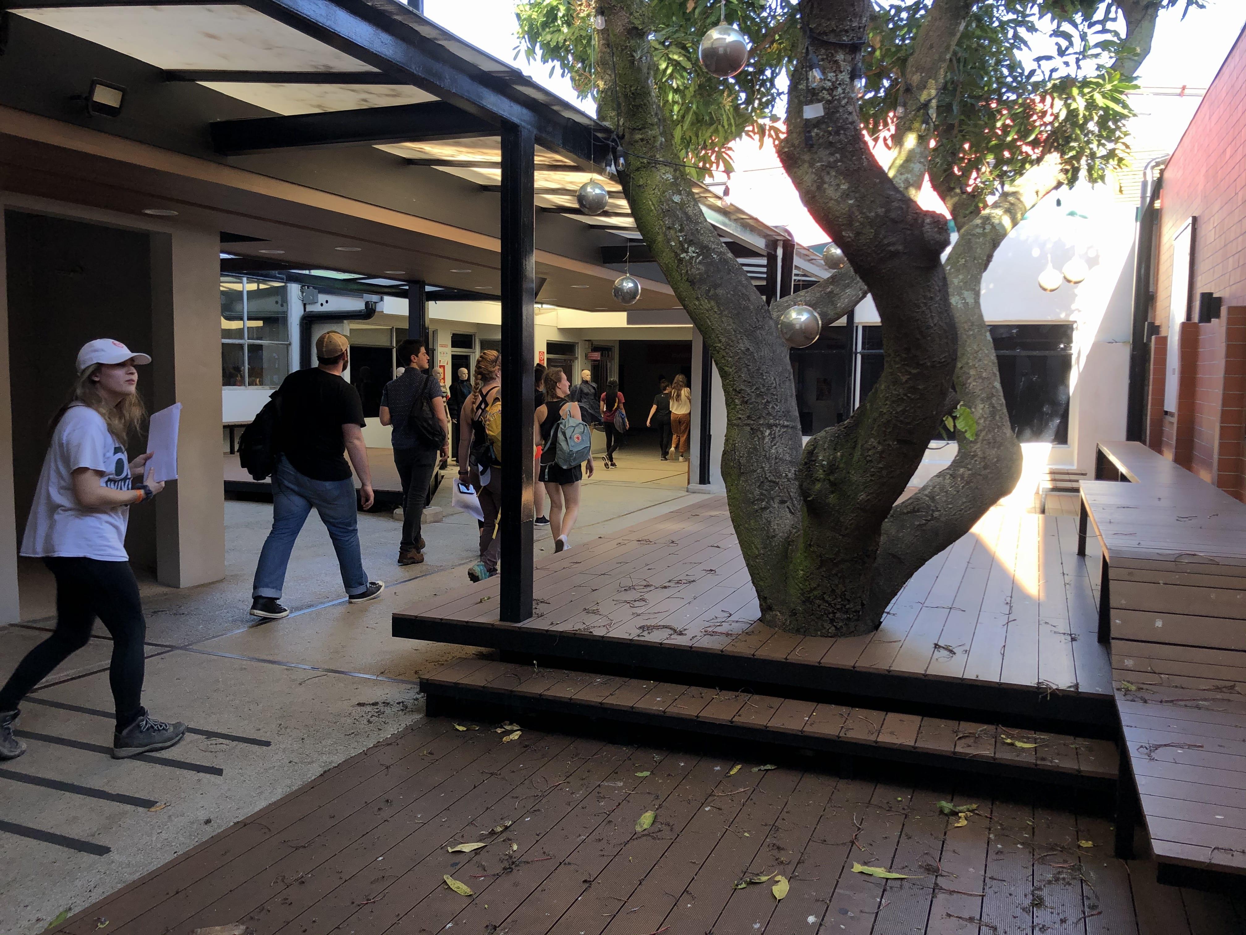 Universidad Veritas campus photos - Central Quad