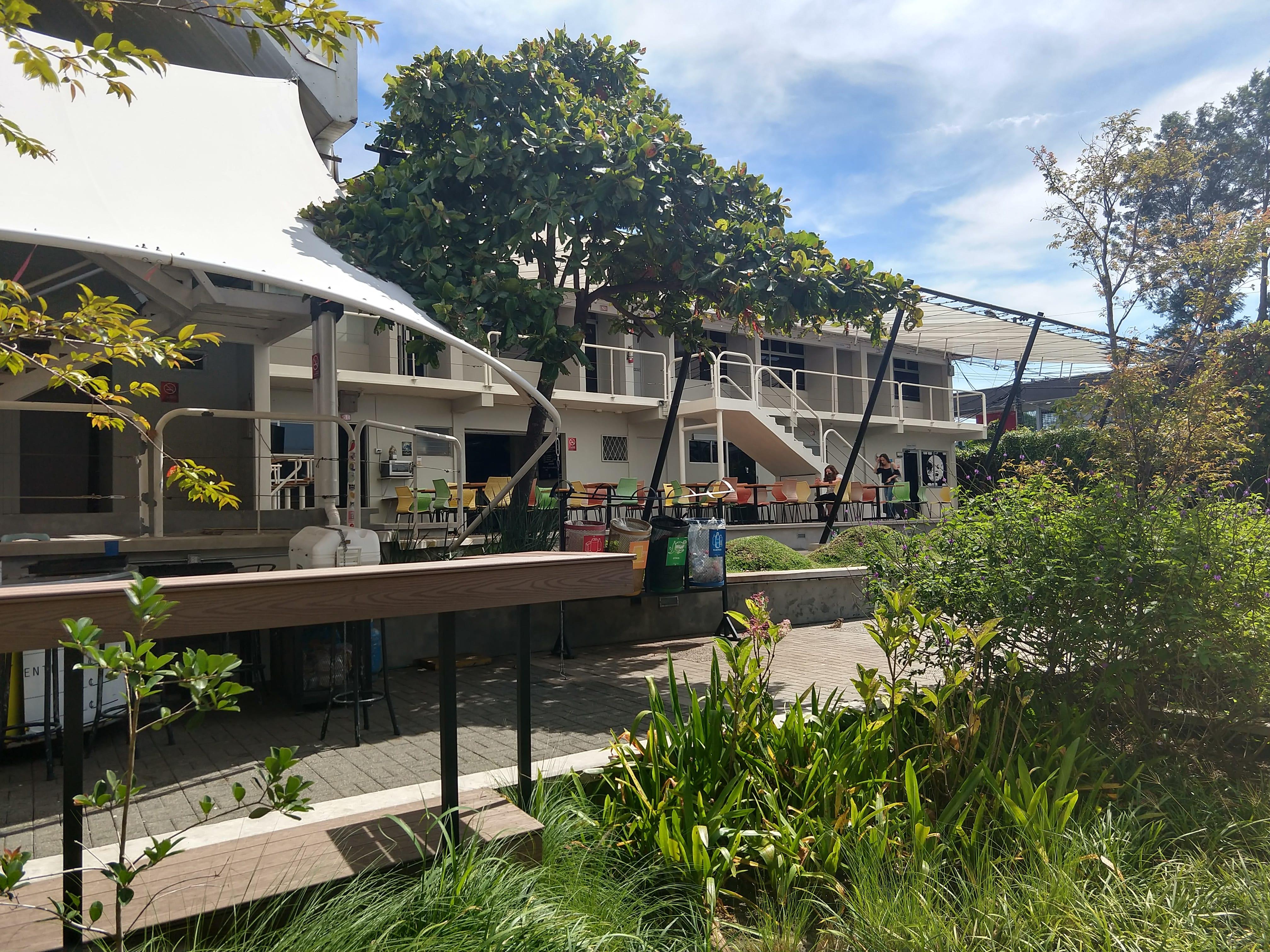 Universidad Veritas campus photos - exterior