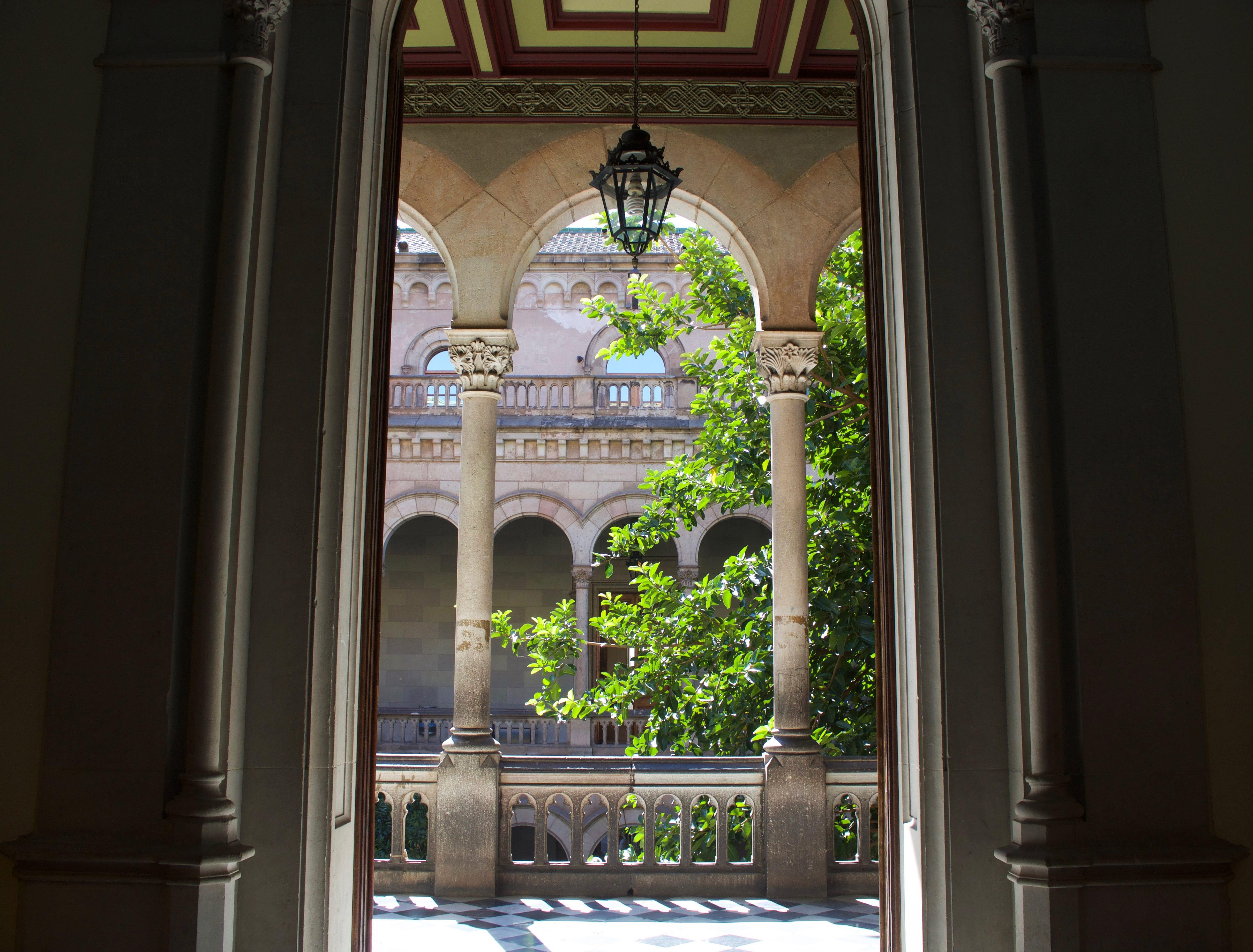 University of Barcelona campus - Doorway UB