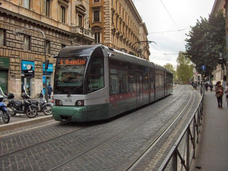 Tram_in_Rome
